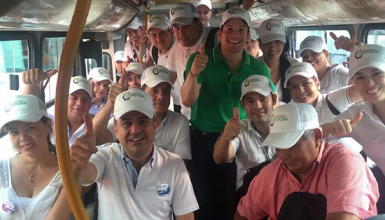 El gobernador Edwin Besaile y su gabinete en bus.