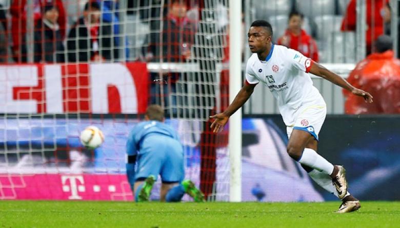 El colombiano Jhon Córdoba anota gol y propina derrota al Bayern Munich