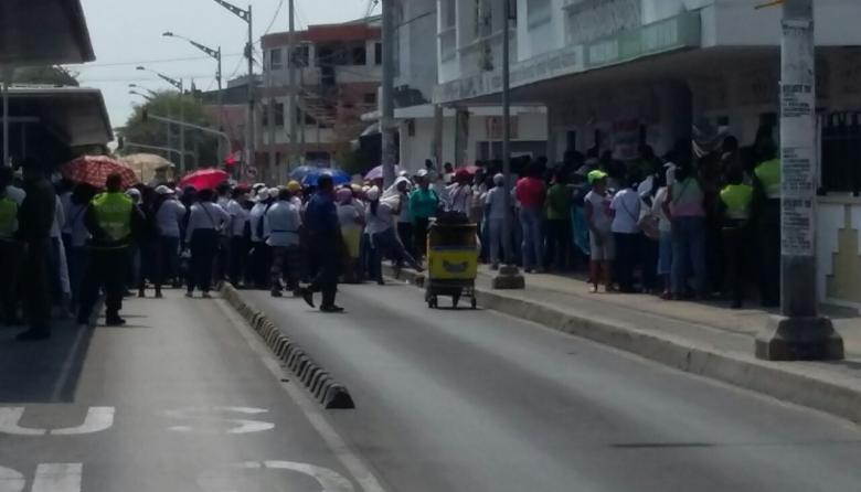 Madres comunitarias protestan en Barranquilla contra el ICBF
