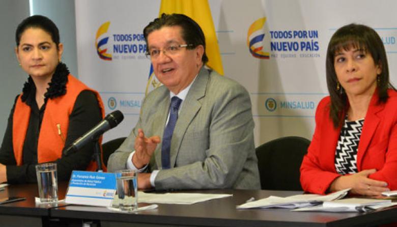 Martha Ospina, directora general del INS; Fernando Ruiz, viceministro de Salud; y Sandra Girón, directora de Epidemiología y Demografía del Ministerio.