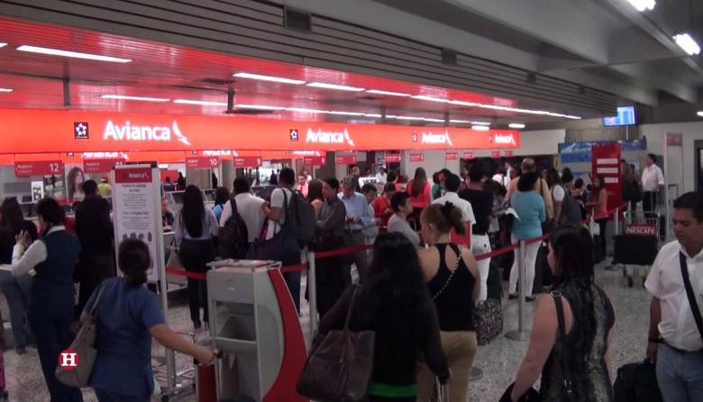 Pasajeros en el aeropuerto Ernesto Cortissoz de Barranquilla.