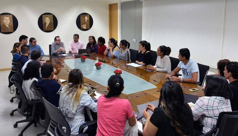 Lengua, lenguaje y discurso, tema de debate en Escuela Olga Emiliani