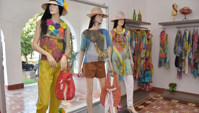 Estas blusas diseñadas por Judy Hazbún están inspiradas en las cantadoras del río Magdalena, la danza de los coyongos, las flores y el son de negro.