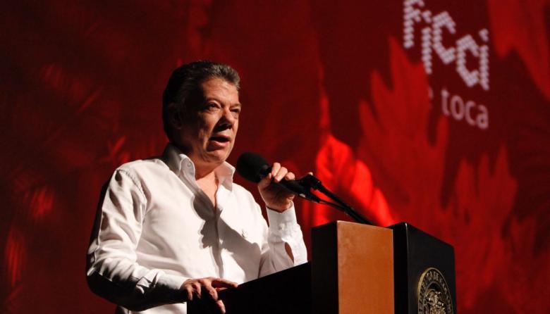 Santos al instalar Festival de Cine.