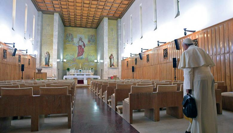 El papa Francisco durante su primer día de retiro espiritual en Aricci, al sur de Roma.