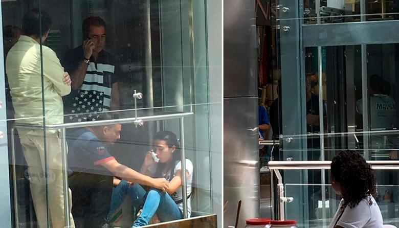 Personas atrapadas en el ascensor.