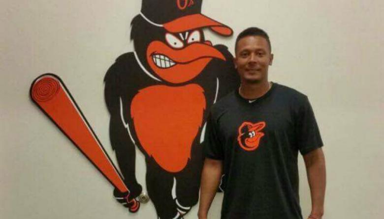 Lanzador Karl Lewis Triana firma contrato de liga menor con los Orioles de Baltimore