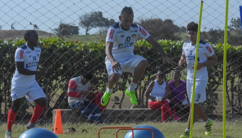 El samario Jarlan Barrera en una práctica del Junior.
