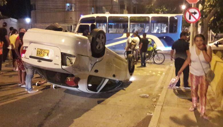 Aparatoso accidente en Marbella deja una mujer herida