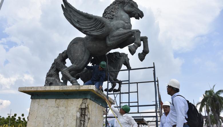 Desmontan monumento de Los Pegasos para iniciar proceso de restauración