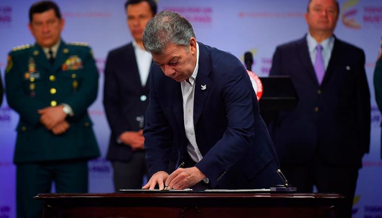 El Presidente Santos firmó este viernes la nueva Ley de Reclutamiento.