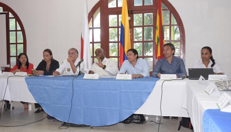Sara Rodríguez Manzur, Cecilia Arango, Eduardo Verano de la Rosa, Luis Gilberto Murillo, Alberto Escolar Vega y César Rey Ángel durante la instalación del comité.