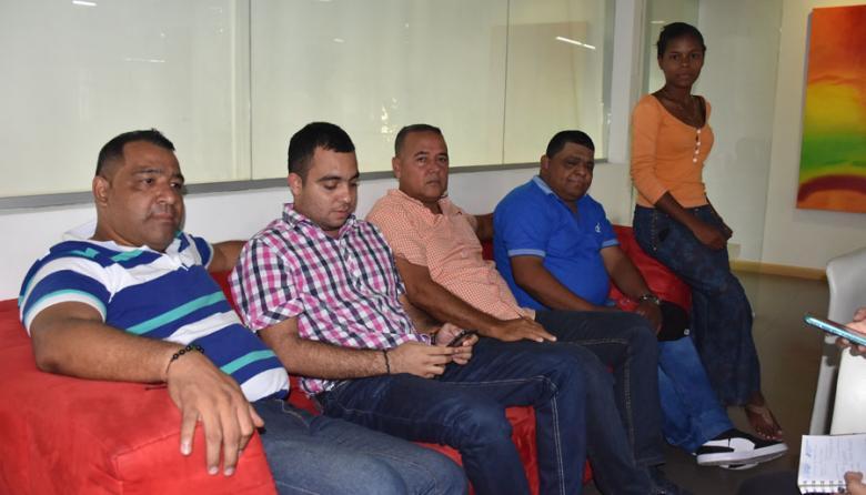 De izquierda a derecha; Jaime Eljaiek, Alejandro Arrazola, Federico Egea, Roberto Reales, Alba Sara, concejales de Calamar.