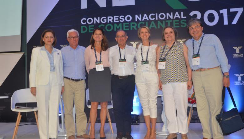 María del Rosario Guerra, Jorge Robledo, Marta Lucía Ramírez, Humberto De la Calle, la periodista  Claudia Gurisatti; Clara López y Carlos Holmes.