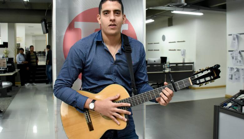 El cantante Leo Peguero conquista corazones con la canción 'Bésame'