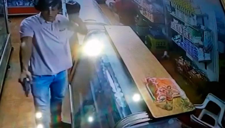 Este es el sujeto armado que disparó en la tienda de Villa Adela.