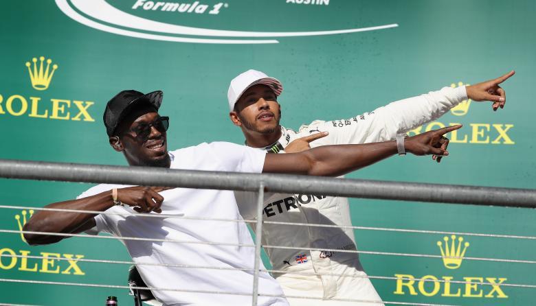 El piloto británico Lewis Hamilton fue acompañado en el podio por el exatleta jamaiquino Usain Bolt.