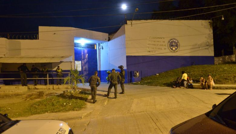 Riña por decomiso de licor deja varios heridos en cárcel La Vega