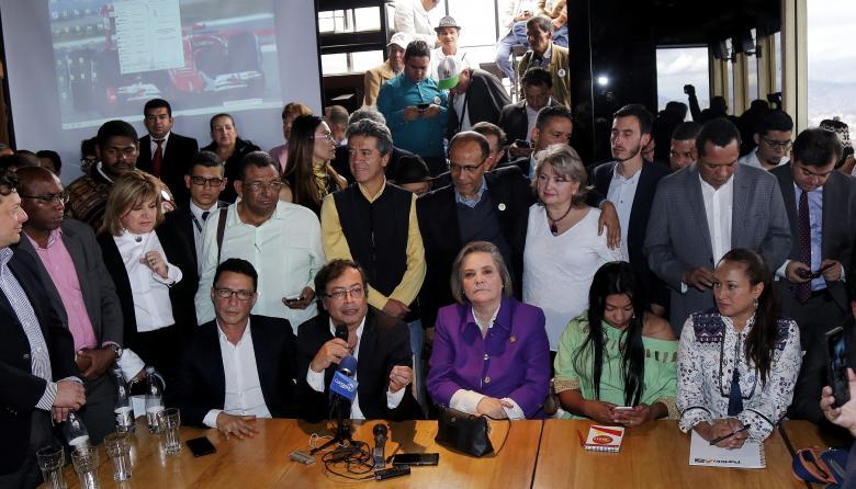Clara López y Gustavo Petro se unen para presentar listas conjuntas al Congreso en 2018