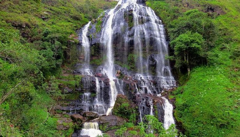 Cascada Manto de La Virgen de Gámbita.