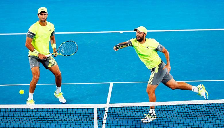 Los colombianos Juan Sebastián Cabal y Robert Farah durante la disputa del paso a la final del Abierto de Australia.