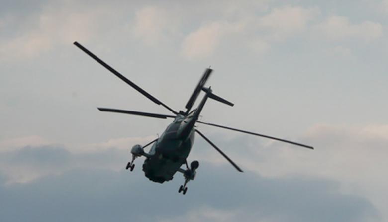 En uno de los helicópteros los socorristas encontraron los cuerpos de tres personas.