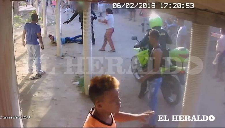 En video: mujer denuncia que policía mató a quemarropa a su hijo en Palermo