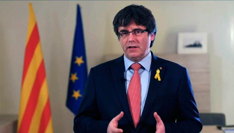Puigdemont renuncia a candidatura a presidencia de Cataluña