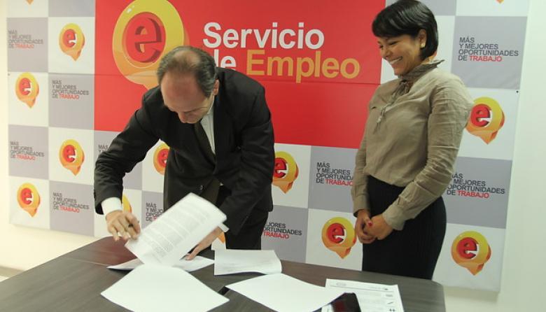 Gobierno colombiano firma nuevo convenio laboral con la OIT