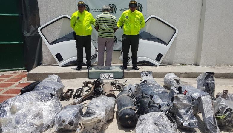 Policía recupera vehículo robado y captura a una persona