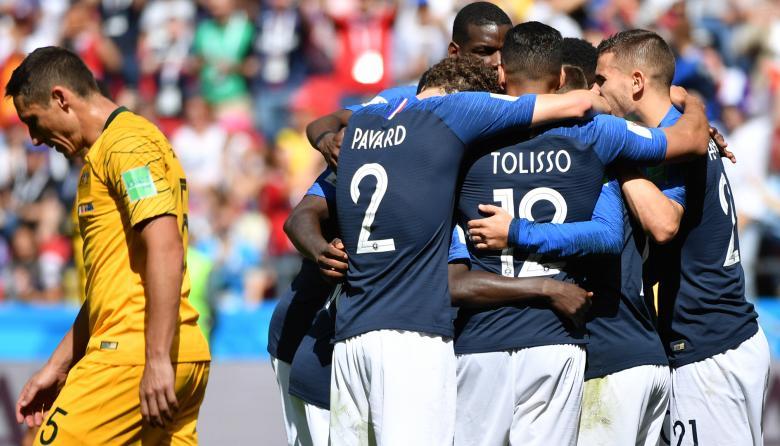 Francia vence 2-1 a Australia en el debut del VAR en una Copa del Mundo