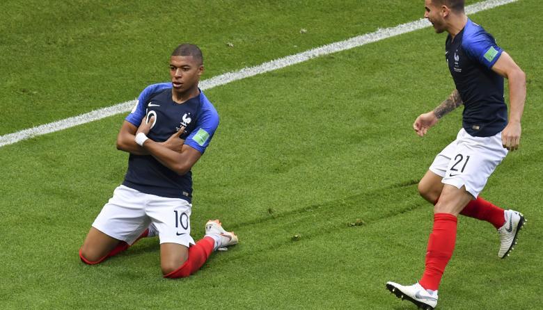 Mbappé celebrando su primer gol ante Argentina.