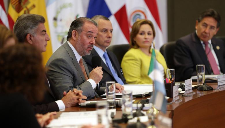 Colombia y México trabajan en equipo para acabar negocio de 'gota a gota'