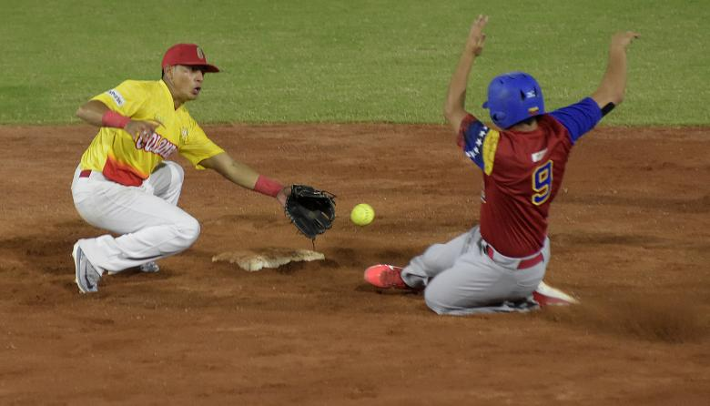 Venezuela se ratifica como candidato al oro al vencer a Colombia en sóftbol