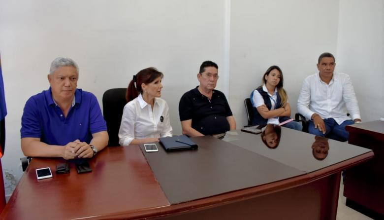 Rosa Cotes,, gobernadora del Magdalena, llegó a Aracataca para dirigir un consejo de seguridad extraordinario tras el homicidio del líder comunal.