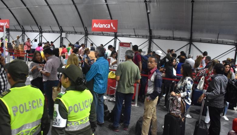 Zona temporal de registro de viajeros en el aeropuerto Ernesto Cortissoz de Barranquilla.