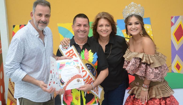 Juan Jaramillo, secretario Distrital de Cultura; Ricardo Sierra, rey Momo; Carla Celia y Valeria Abuchaibe Rosales, reina de las fiestas en 2018.