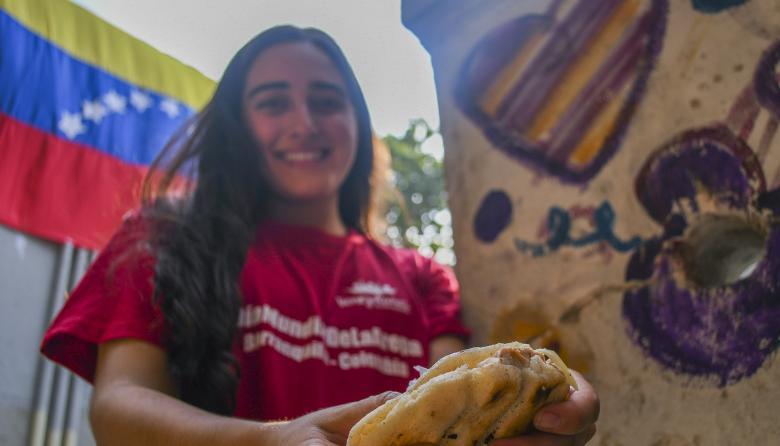 La solidaridad por los venezolanos tiene sabor a arepa
