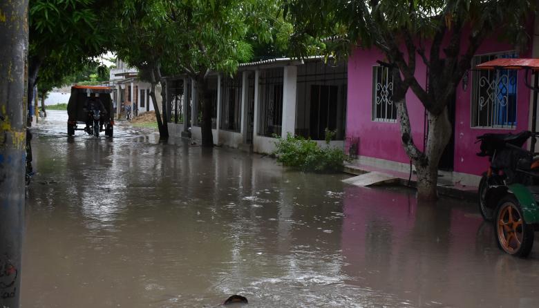 Vista de una de las calles de un barrio en el municipio de Palmar de Varela, donde las aguas negras se represan cuando llueve.