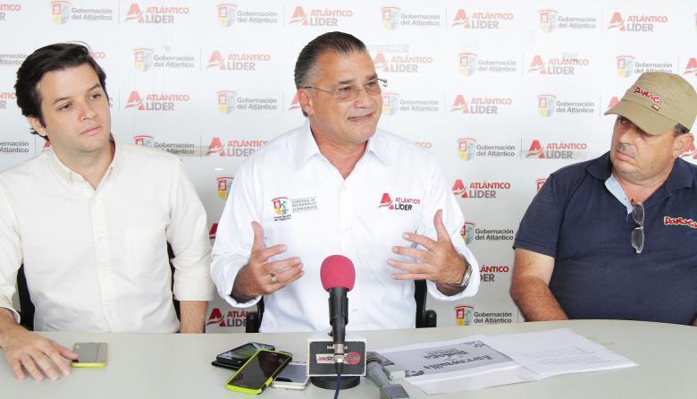 Juan E. Pérez, gerente de Corferias, Anatolio Santos, secretario de Desarrollo, y Carlos Giraldo de Panaca.