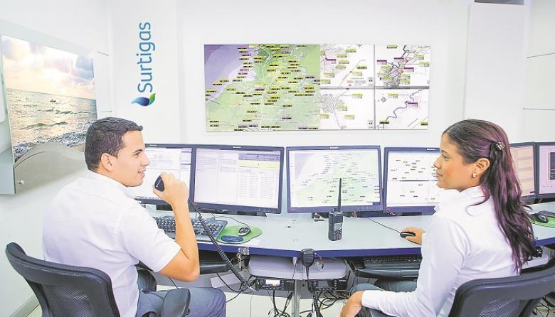 Vista interna del centro de control de la empresa Surtigas.