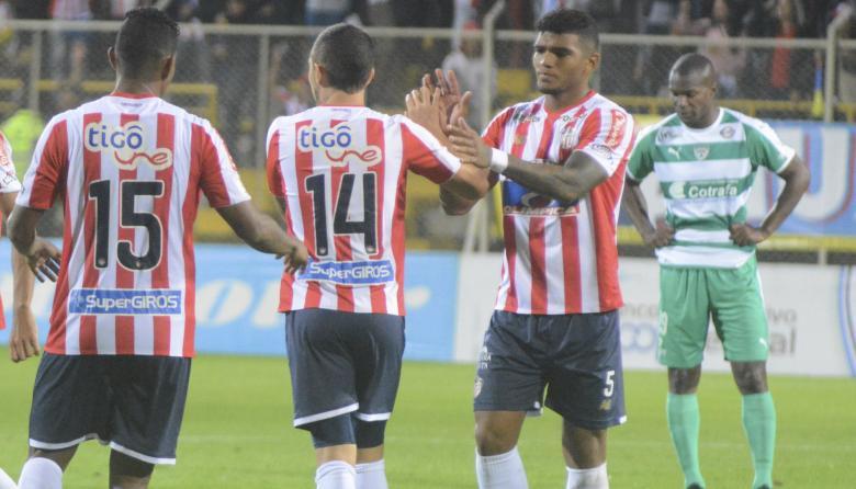 'Rafa' Pérez (derecha) celebra junto a Leonardo Pico.