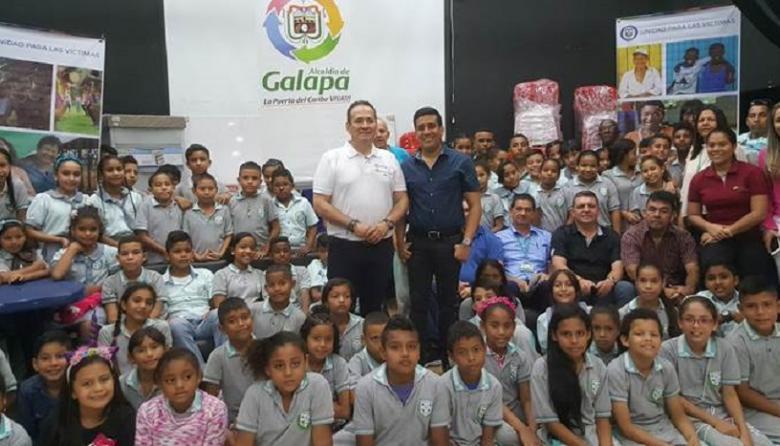 Unidad de Víctimas entrega dotación a colegio de Villa Olímpica, en Galapa