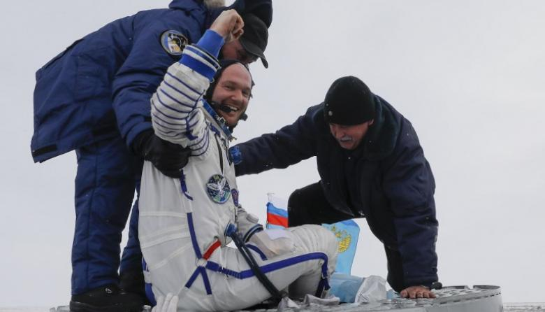 Tres astronautas regresan a salvo a la Tierra a bordo de la nave Soyuz