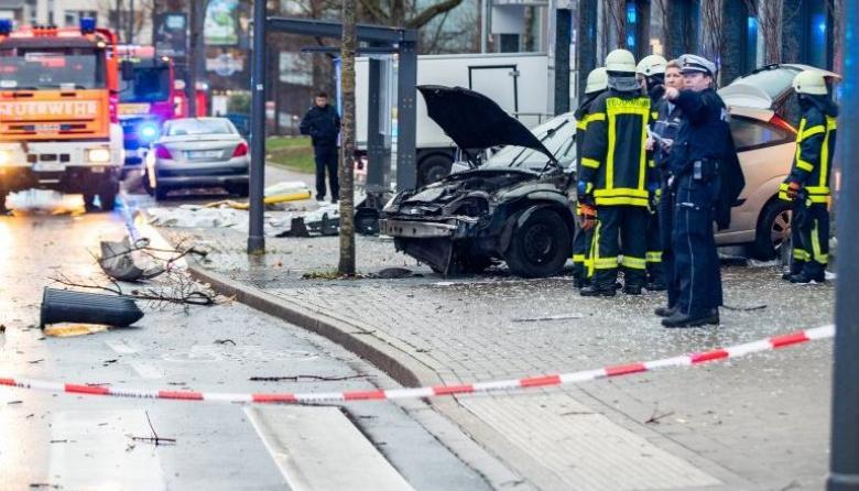 Policía detiene en Alemania a un hombre que embistió a peatones con un auto