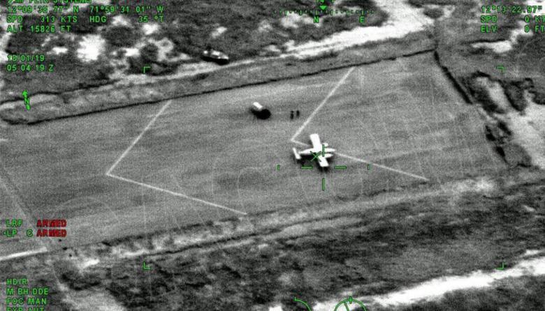En video | Avioneta iba a violar el espacio aéreo y fue obligada a aterrizar en la Alta Guajira