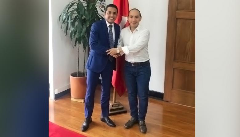 Pedro Lemus (izq.) acompañado de Miguel Ángel Sánchez, secretario nacional de la colectividad.