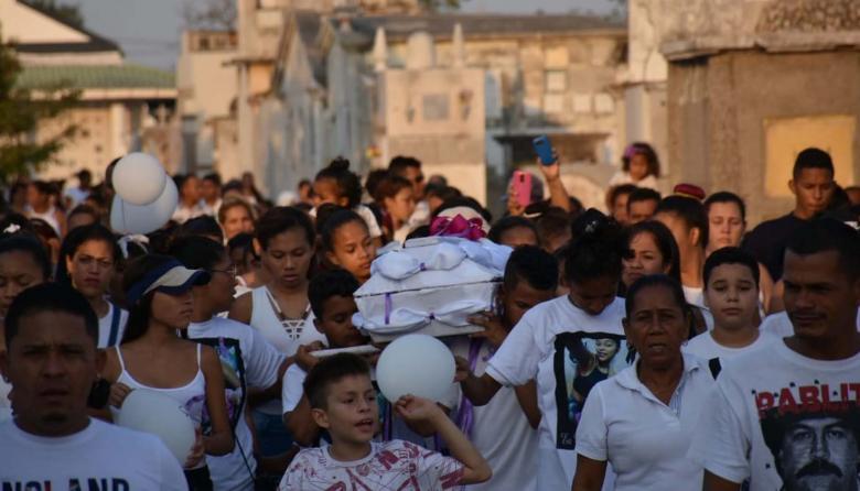 """En video   """"Los niños se respetan, los niños no se matan"""": llanto y dolor en sepelio de Keivis Michelle"""