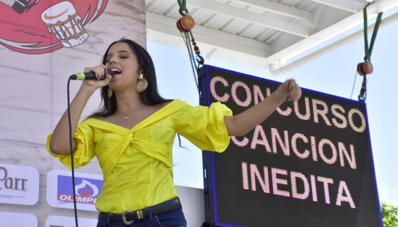 Nina Murgas durante su participación en la canción inédita.