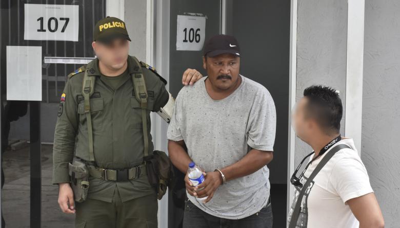 A la cárcel hombre por muerte de policía en incendio de camión